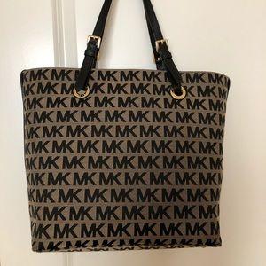MICHAEL Michael Kors Jet Set Grab Bag